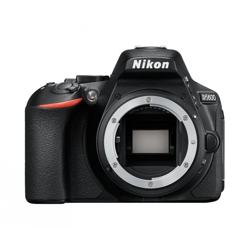 Nikon D5600 černá + AF-S 18-105 mm VR DX
